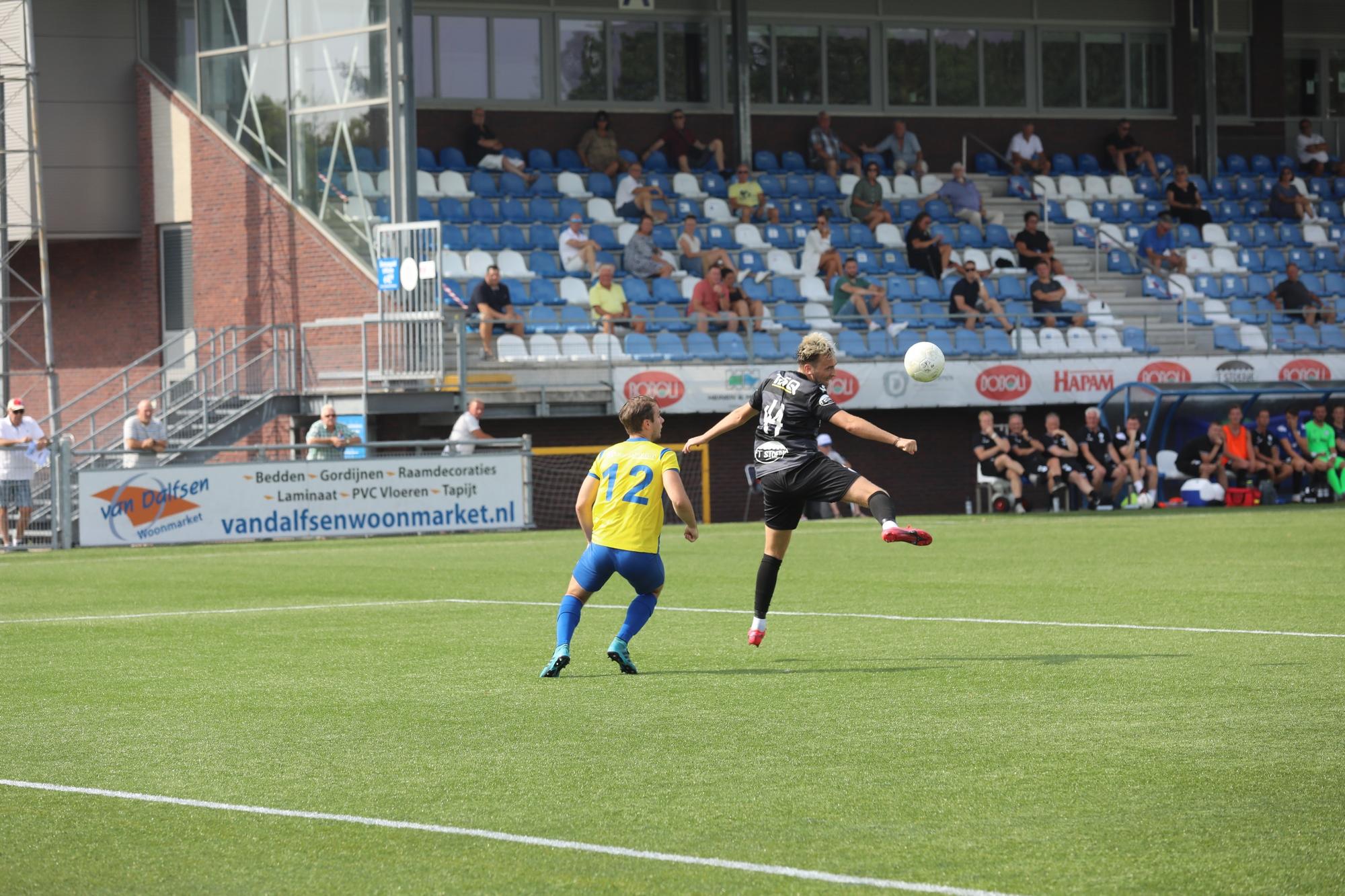 Spakenburg door penalty langs O.S.S. '20